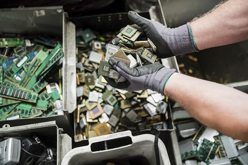 How to Maximize Electronic Waste Values for Different People (Disposal/Recycling)